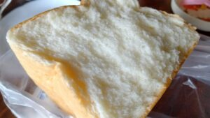銀座に志かわのパンを割ってみた