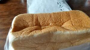 銀座に志かわのパン全景袋からだした