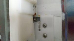 三菱冷蔵庫回転仕切り板のバネ