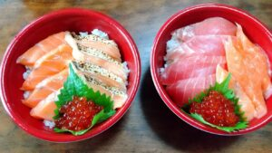 はま寿司(寿司屋のサーモン丼&寿司屋のマグロ丼)